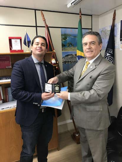 O Dr. Eliezer Marins esteve presente em Curitiba para receber o título  Martinez (Foto: Comunicação/Divulgação)