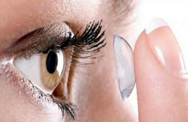 No Brasil, estima-se que mais de dois milhões de pessoas façam uso de lentes de contato.