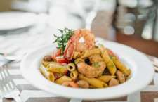 O cardápio ganhou pratos da culinária contemporânea com princípios da cozinha mediterrânea, brasileira e de outras culturas de uma forma moderna e requintada.