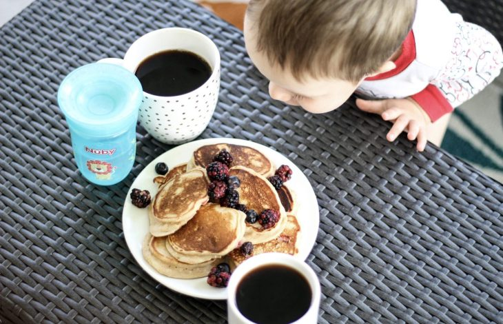 SUNDAY BRUNCH WITH STRAWBERRY PANCAKES