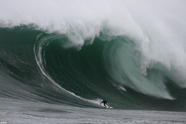 dungeons South Africa surf 1 Surfing In South Africa: Wax Up And Hit The Water!