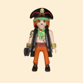 Pirate tatoué veste noire