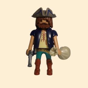 Pirate avec sac d'or et pistolet