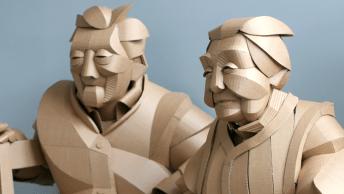 Les sculptures en carton de Warren King vont vous surprendre par leurs détails et leur réalisme