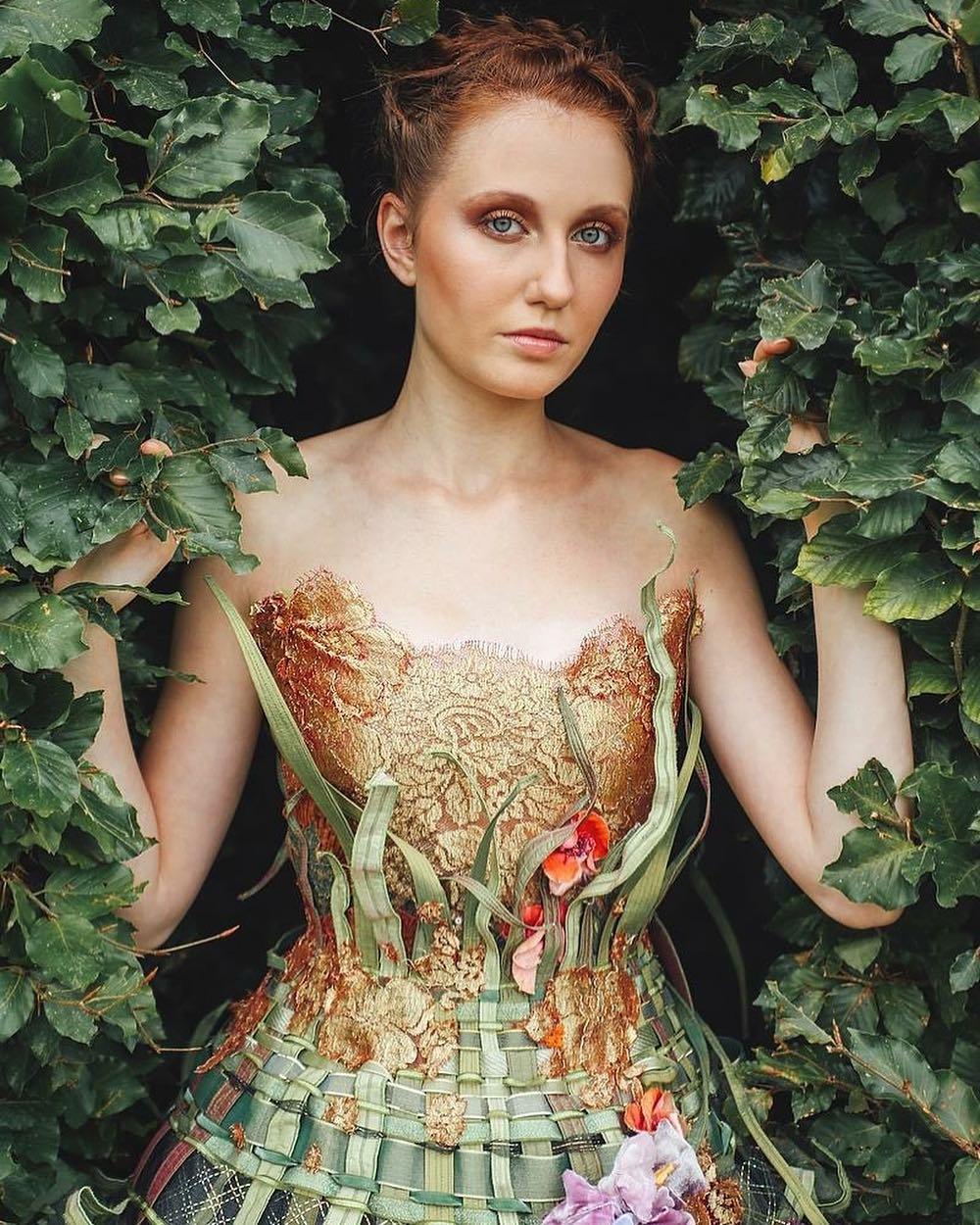 Cette styliste crée des robes féériques qui semblent raconter des histoires