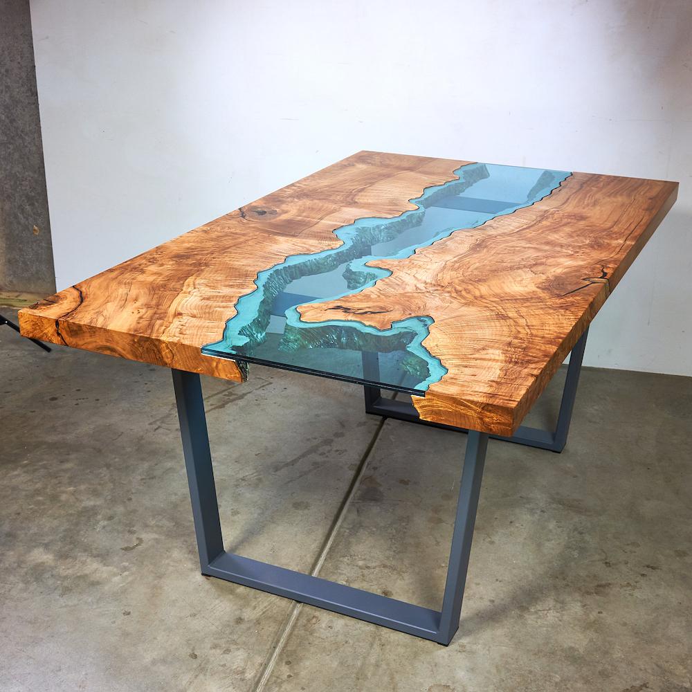 ce designer cree des tables en bois qui