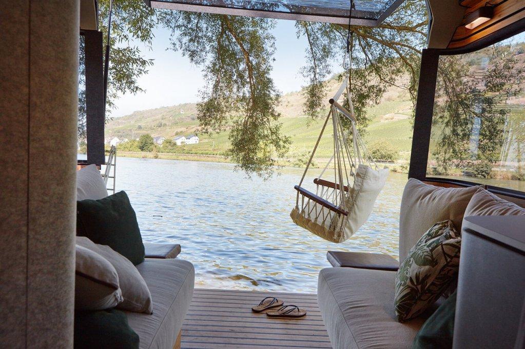 Ce camping-car futuriste intègre le confort d'un appartement pour révolutionner le camping ! By Mélanie D. Hymer-camping-car-van-luxe-12
