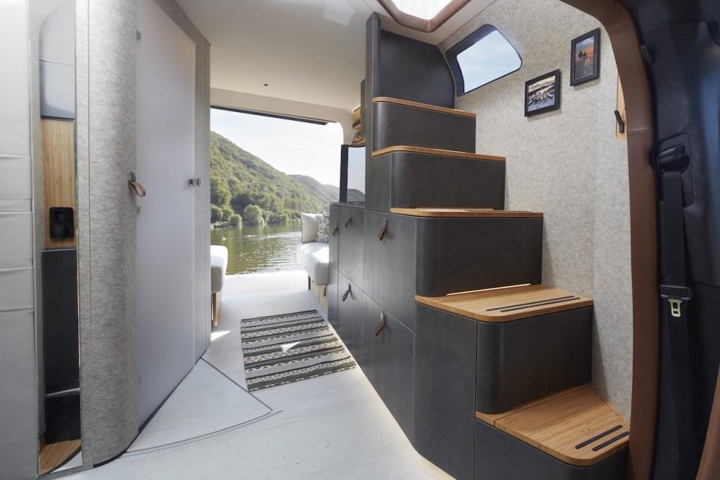 Ce camping-car futuriste intègre le confort d'un appartement pour révolutionner le camping ! By Mélanie D. Hymer-camping-car-van-luxe-7