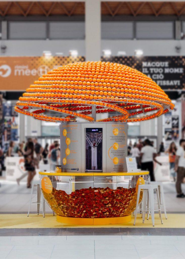 Cette machine circulaire presse les oranges et transforme les pelures en gobelets grâce à l'impression 3D