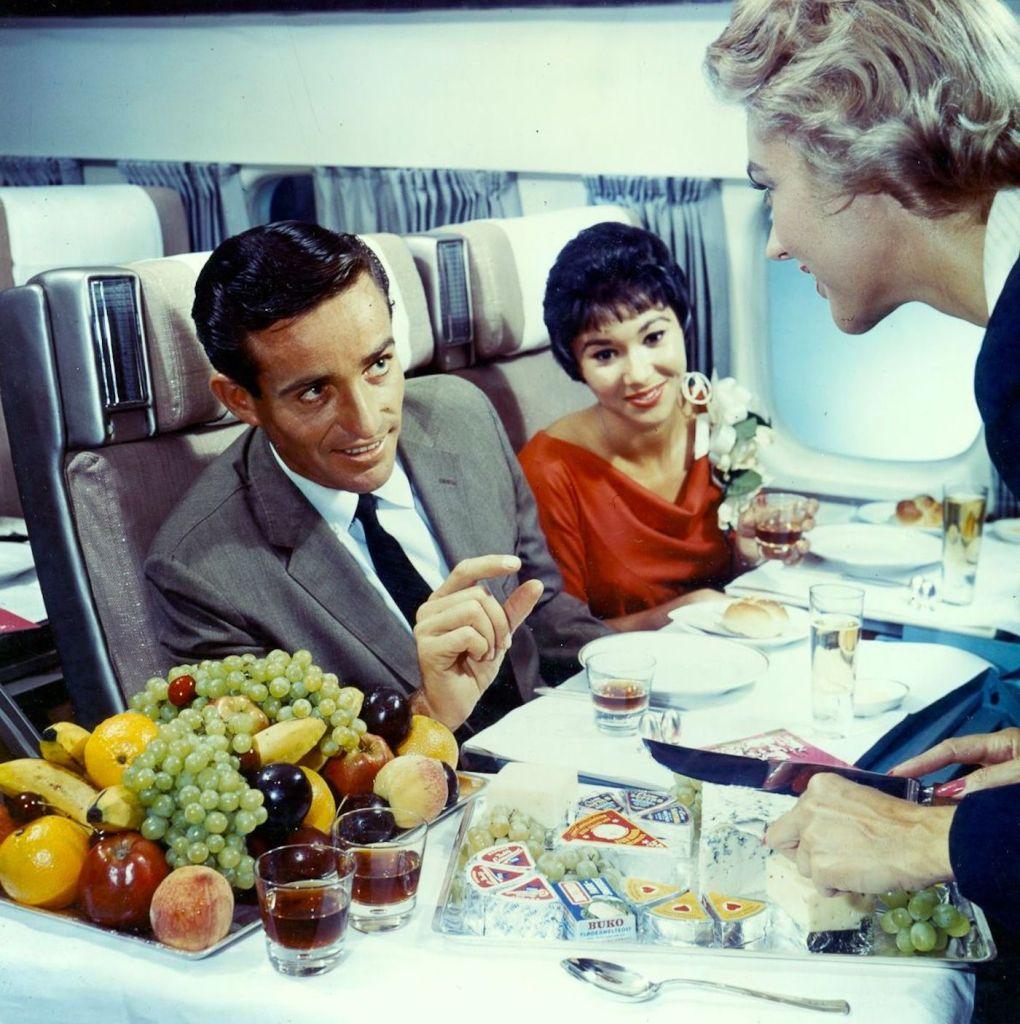Cette compagnie aérienne scandinave montre à quoi ressemblaient les repas dans les années 1950 ! By Mélanie D. Sas-compagnie-aerienne-repas-1