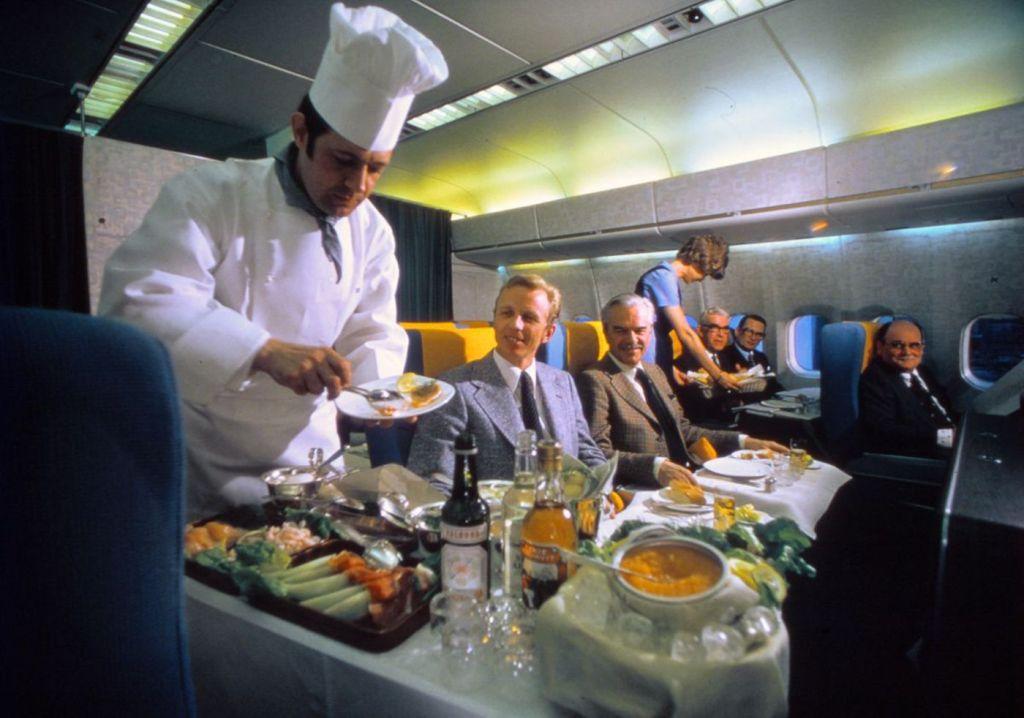 Cette compagnie aérienne scandinave montre à quoi ressemblaient les repas dans les années 1950 ! By Mélanie D. Sas-compagnie-aerienne-repas-13