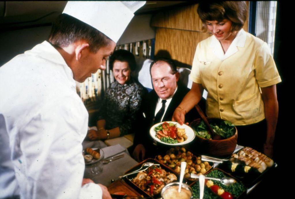 Cette compagnie aérienne scandinave montre à quoi ressemblaient les repas dans les années 1950 ! By Mélanie D. Sas-compagnie-aerienne-repas-15