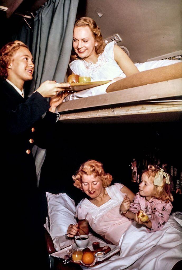 Cette compagnie aérienne scandinave montre à quoi ressemblaient les repas dans les années 1950 ! By Mélanie D. Sas-compagnie-aerienne-repas-2
