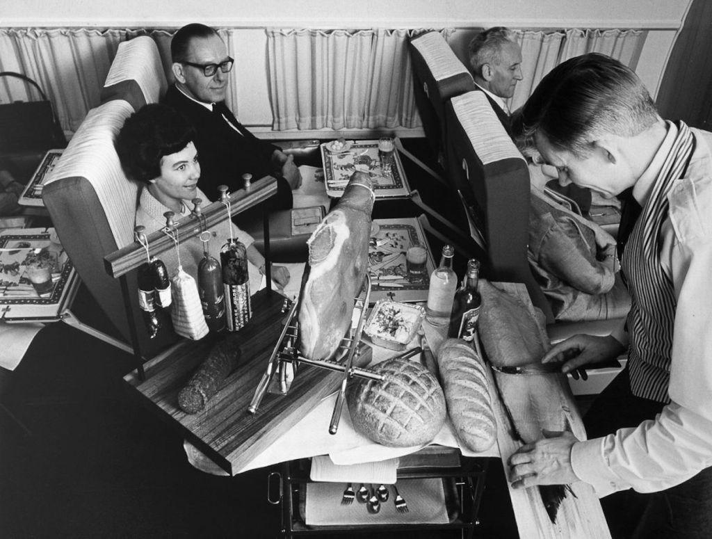Cette compagnie aérienne scandinave montre à quoi ressemblaient les repas dans les années 1950 ! By Mélanie D. Sas-compagnie-aerienne-repas-23