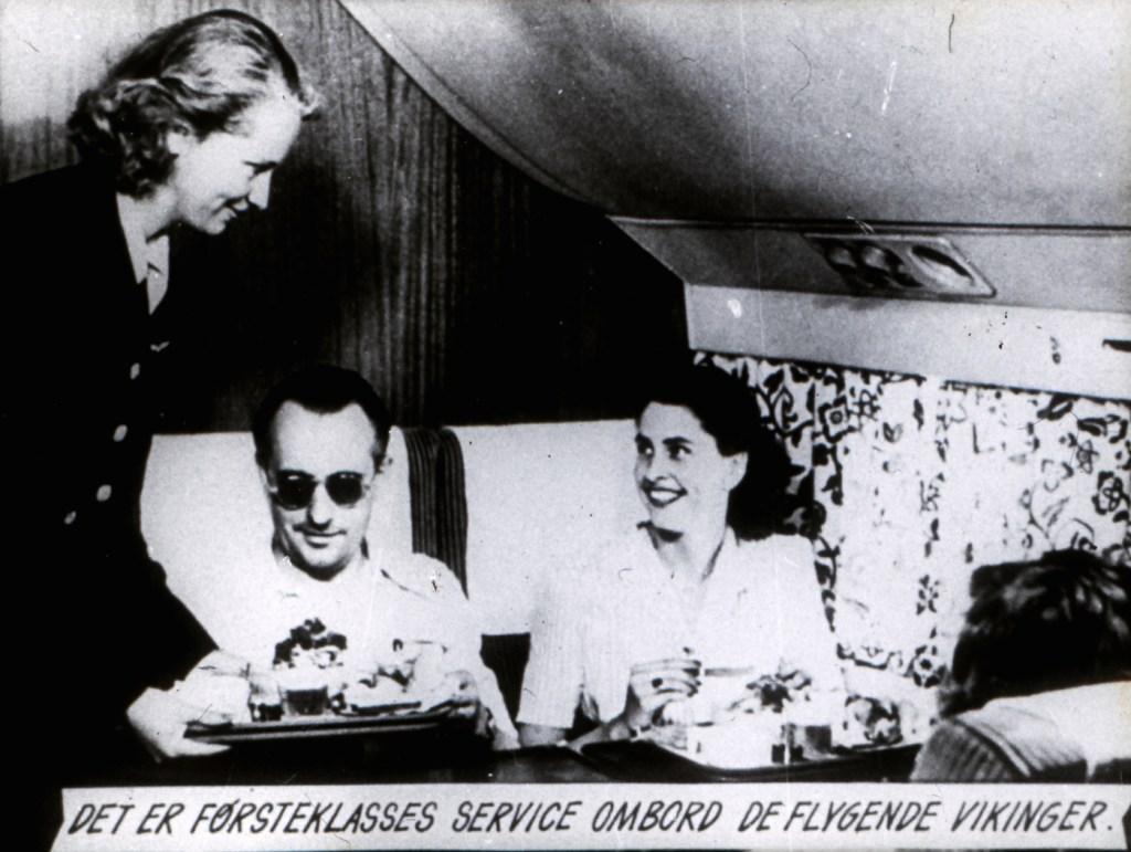 Cette compagnie aérienne scandinave montre à quoi ressemblaient les repas dans les années 1950 ! By Mélanie D. Sas-compagnie-aerienne-repas-6