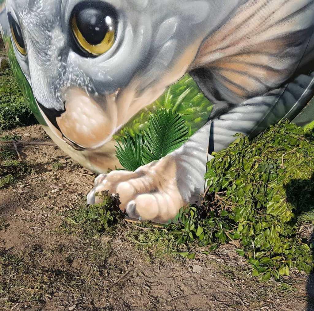 Un chat Sphynx peint sur une citerne par l'artiste Braga last1