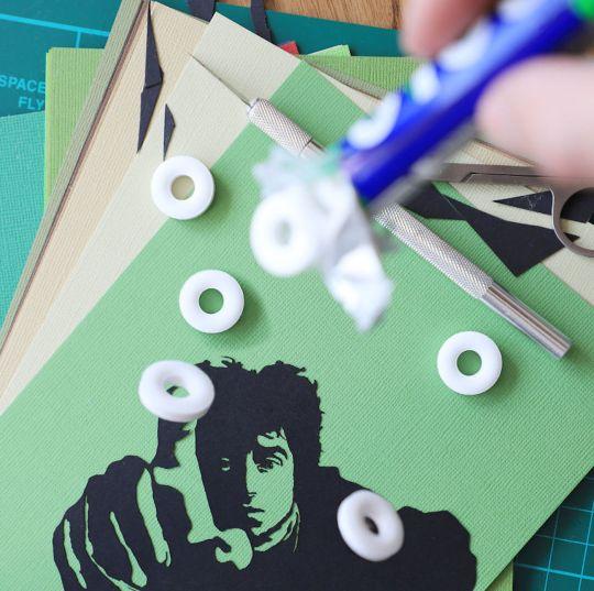 L'artiste Paperboyo dévoile des mises en scène créatives avec du papier