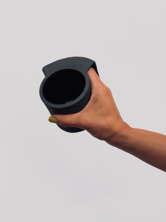 Une tasse par jour pendant 100 jour : voici le défi fou de cette céramiste