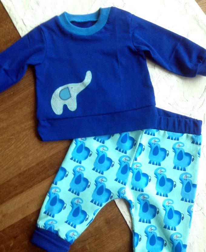 Babyhose mit Elefantenstoff von Hilco - blaues Shirt mit Applikation