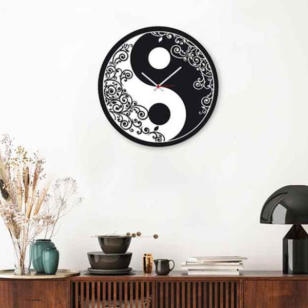 Orologio da parete Yin e Yang in ambientazione