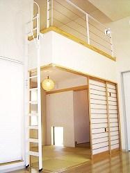 和室の上にはロフト式の収納部