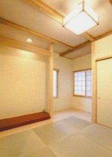 琉球畳を敷いた和室には、床の間も