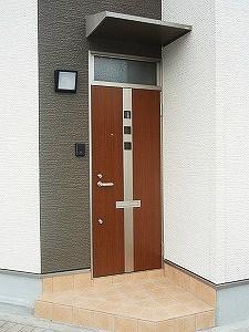 モダンで落ち着きのある玄関