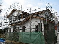 外装材張りや屋根葺きや外部サッシの取付も完了