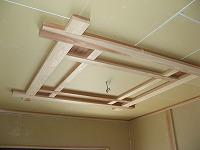 玄関ホールの天井造作状況。 細やかなこだわりが、仕上げの グレードアップに繋がります。