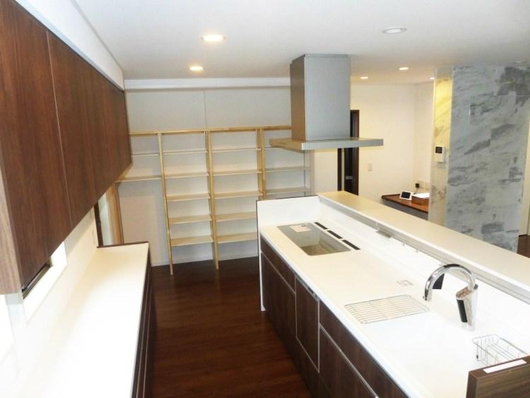キッチンと収納スペース