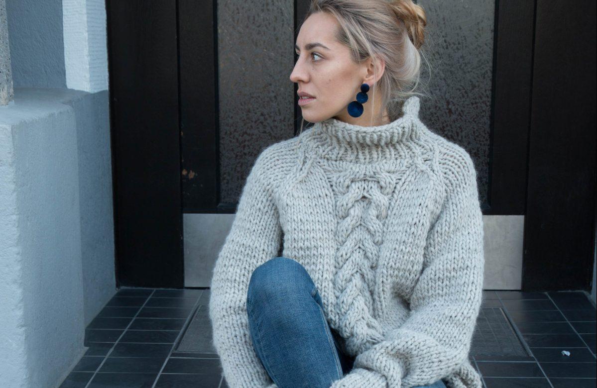 Strickanleitung für einen Oversized Pullover mit Zopfmuster