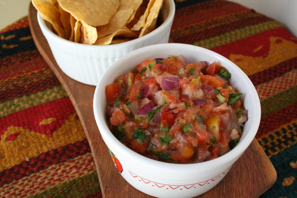 Salsa Fresca con Serrano / Fresh Salsa with Serrano - This spicy fresh salsa goes well in a taco or with chips. It will be the hit of your next party!