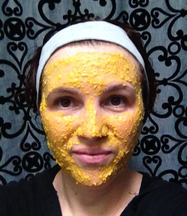 Pumpkin Spice Exfoliating Face Mask (vegan, gluten free) - This mask is a perfect way to use up that last tablespoon (or more) of pumpkin puree. Not to mention your face will thank you!