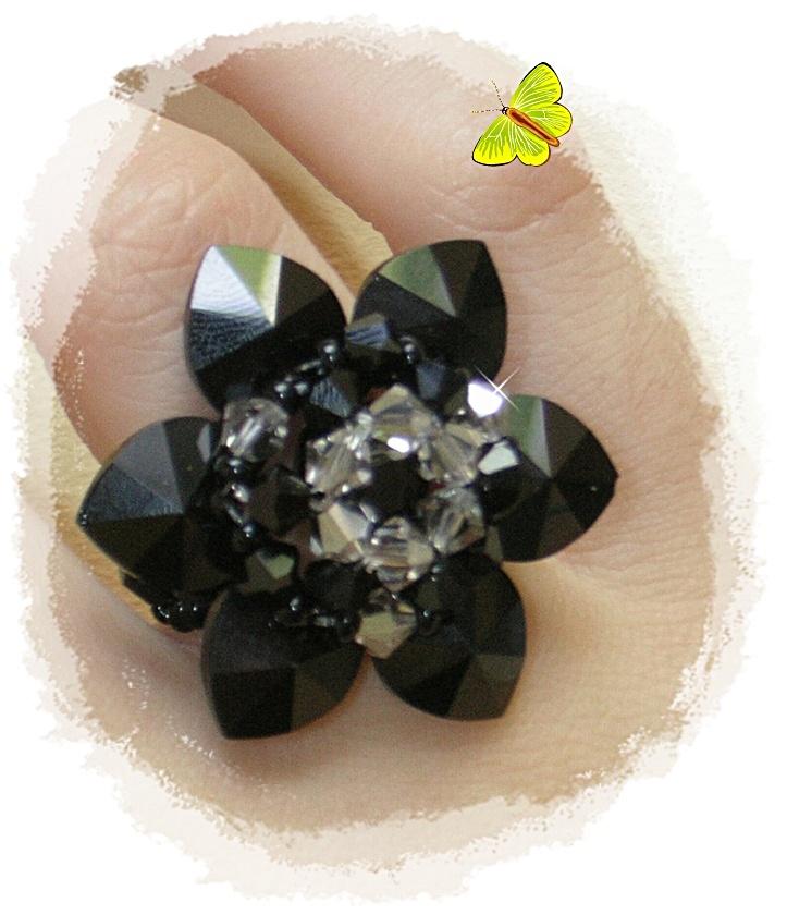 anillo flor seis corazones