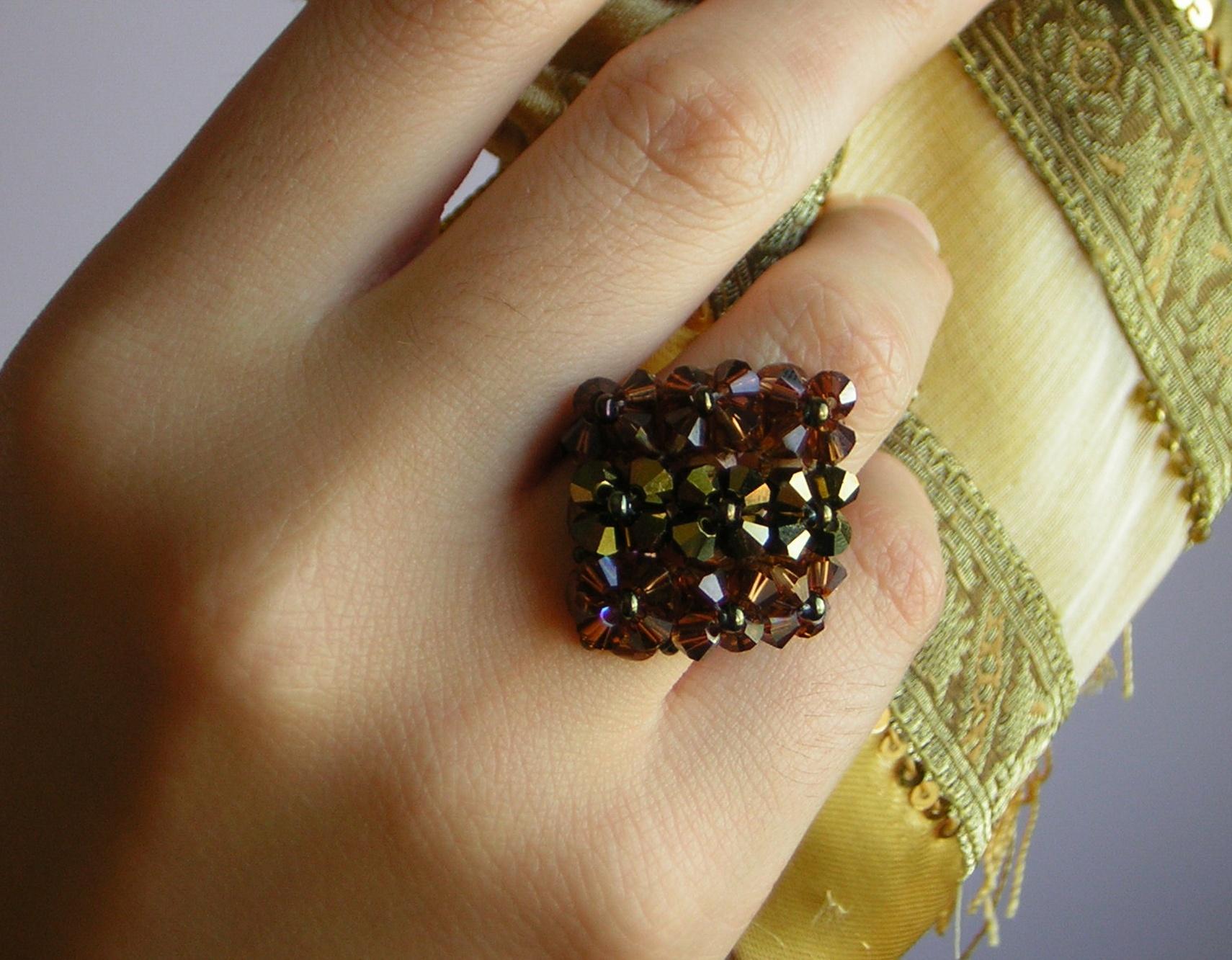 anillo y mano