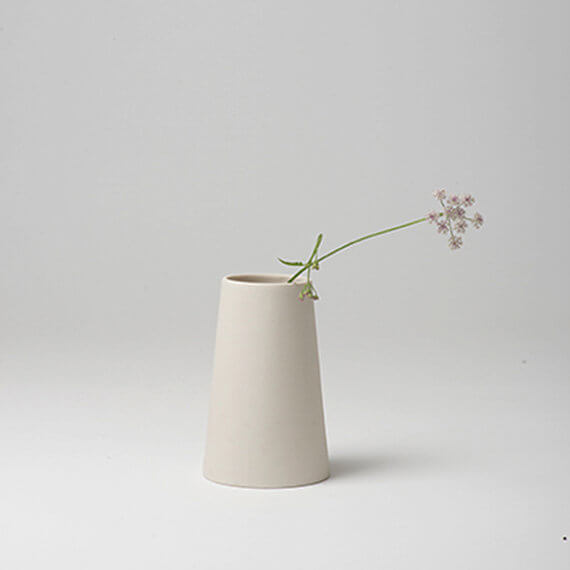 Golden Biscotti Vase Photo Keeps it Simple - These 15 Etsy Seller's Product Photos Will Make You Jealous