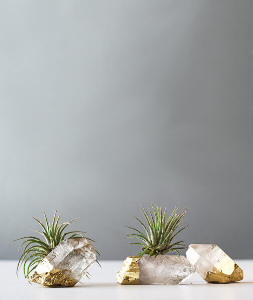 13 Mother's Day Gifts for Mom Bosses: These sweet little air plant gold dipped quartz crystal from AirFriend make the cutest desk accessories for your mom's home office! #mothersdaygifts #momboss #mombossgifts #momblogger #momboss #bossgifts