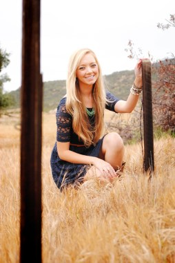 kristie-csusm-senior-portraits-menifee-fields_0619