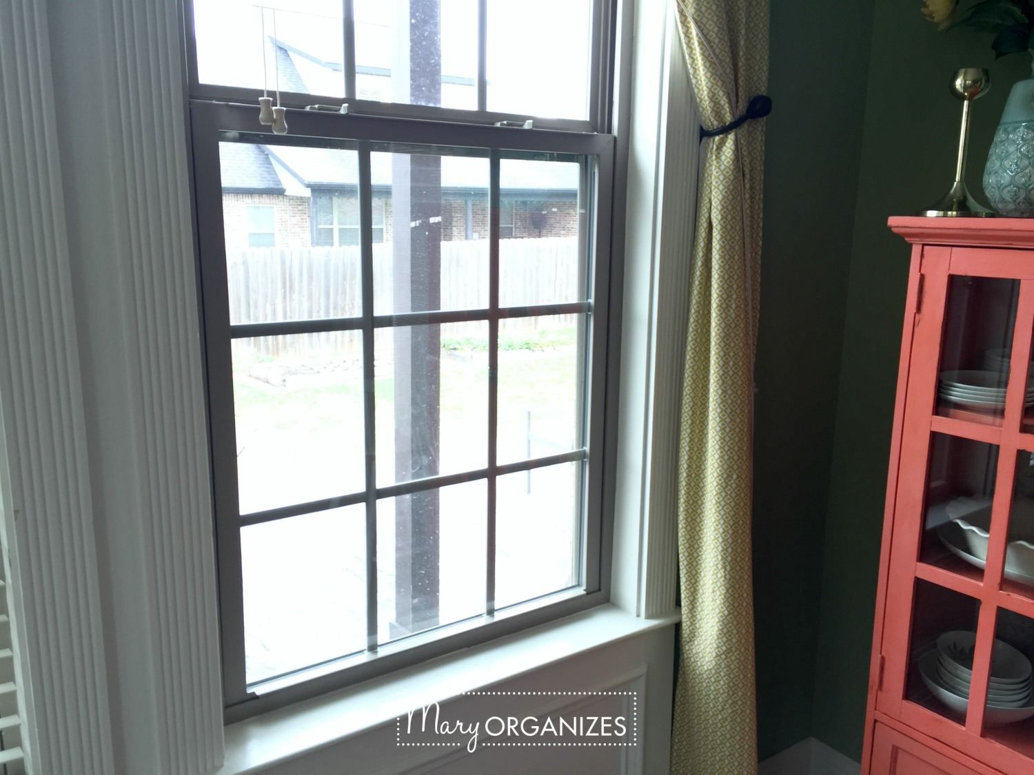 Two Ways To Clean Windows - dirty before -h