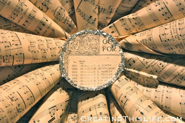 Sheet music star wreath center