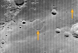 Crateras fantasmas (indicadas pelas setas). Imagem USGS
