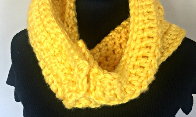 soft chunky button cowl