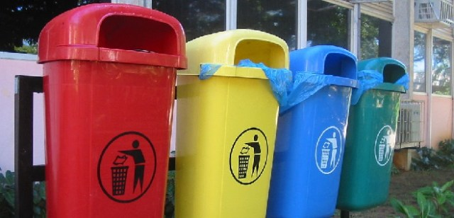 Trash and Recycling cans: WikiCommons