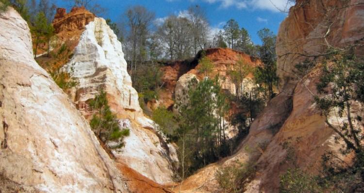 Providence Canyon, Georgia, photo credit: J. Miers - User: (WT-shared) Jtesla16 at wts wikivoyage