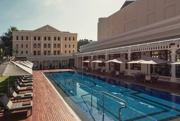 piscine-hotel-strand-yangon