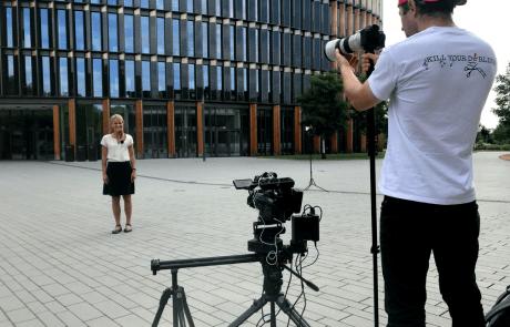 2-Kamera-Setup vor dem Rathaus Freiburg
