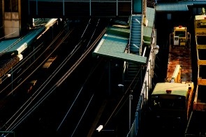 「露出アンダー」の「黒つぶれ」の写真