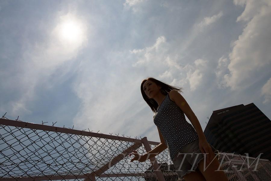 正午:空背景での日中シンクロ(ポートレート)_02  D800 f/8 1/2500 ISO-100 24㎜