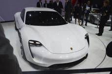 Porsche-Mission-E (10)