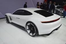 Porsche-Mission-E (12)